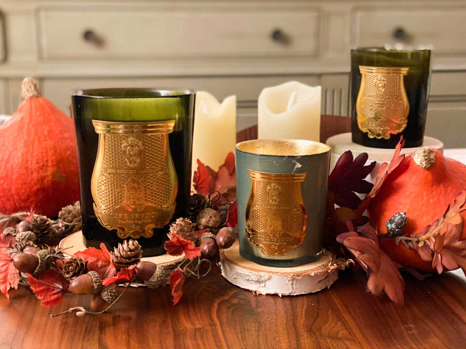 fall-candles-display-automne-bougies-cire-trudon